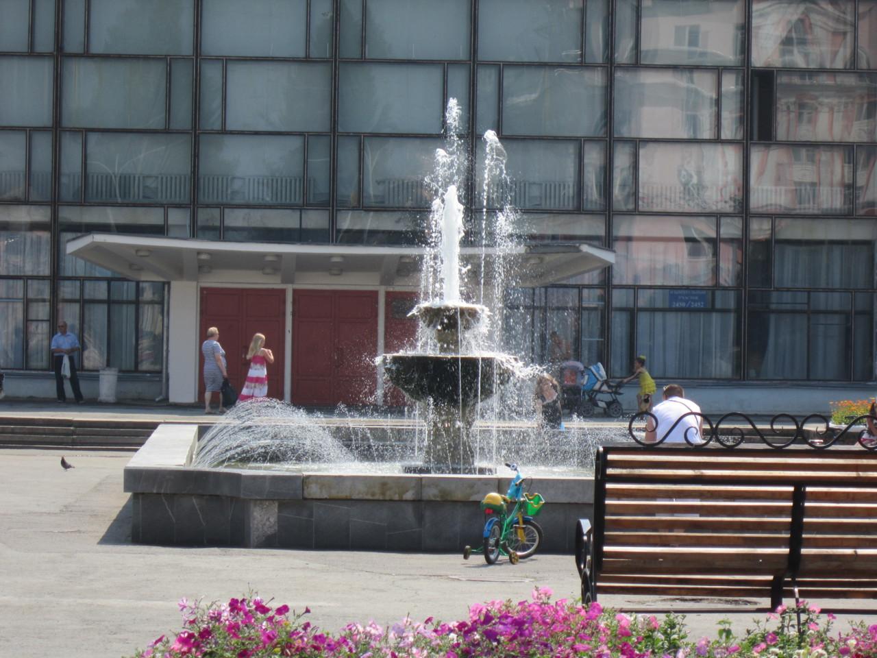 Площадь Мира.Фонтан 2012 год