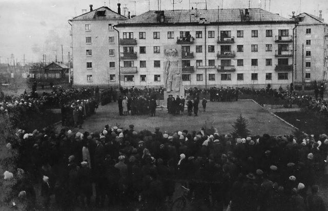 Открытие памятника павшим в борьбе за Советскую власть