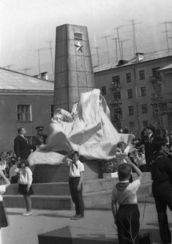 Открытие памятника Хасану Заманову